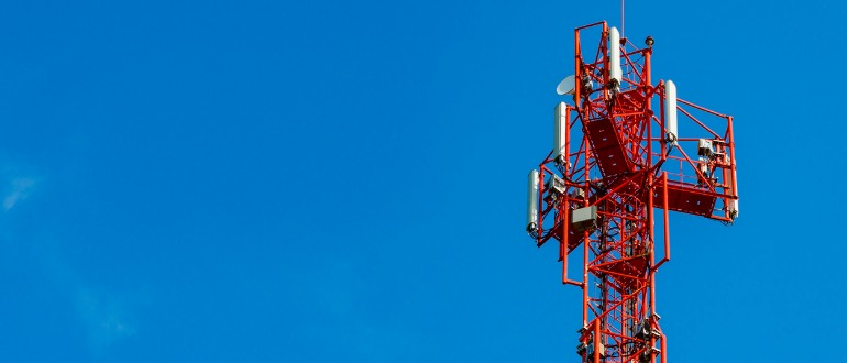 fiber-optic-vs-wireless